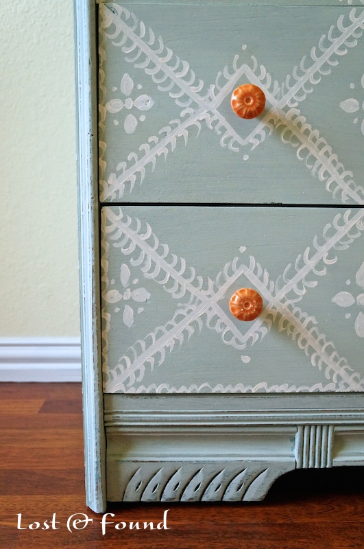 Painting-Furniture-with-Annie-Sloan-Chalk-Paint-11